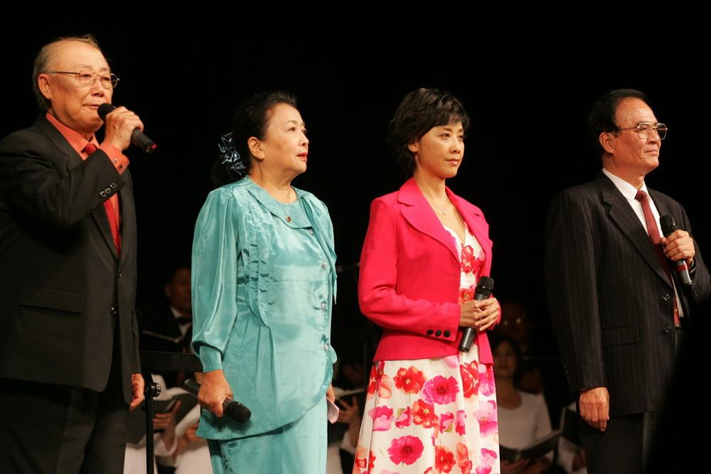 诗朗诵《沁园春·雪》 左起:张目、谢芳、朱朱、冯福生.-朱朱参加